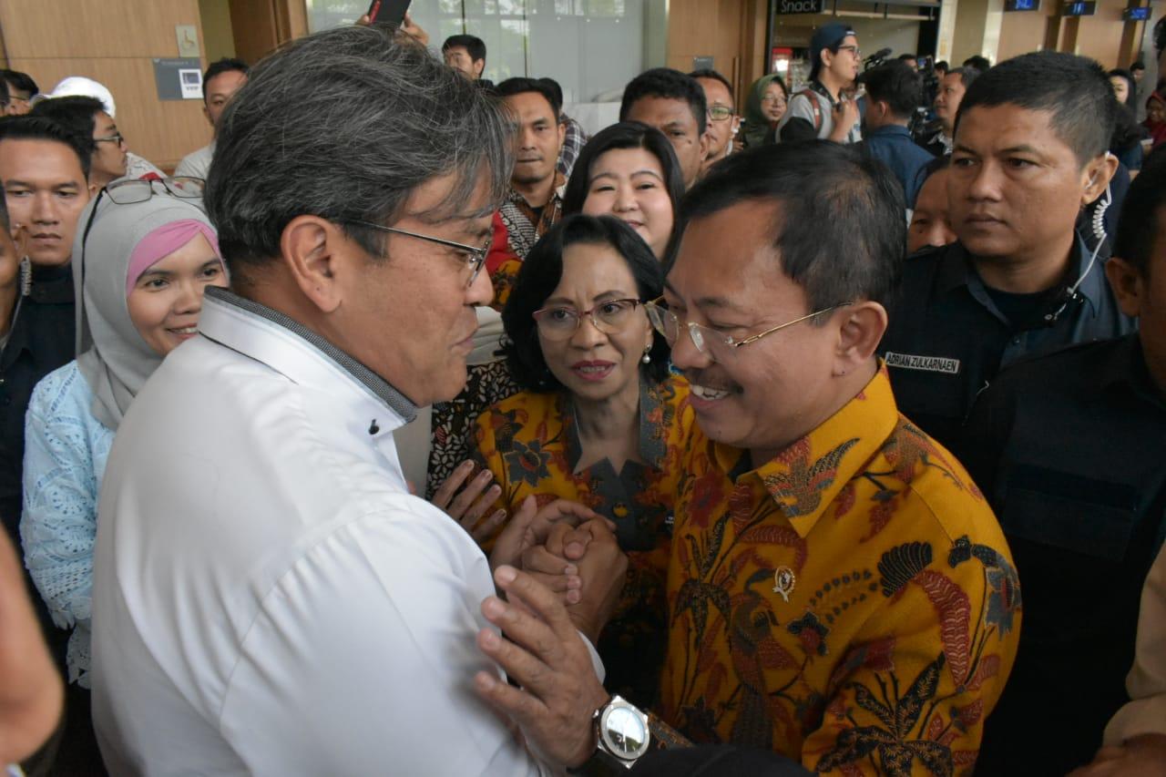 Direktur Produksi PT INUKI - Bunjamin Noor (kiri) bersama Menteri Kesehatan RI - Bapak Terawan Agus Putranto (kanan).