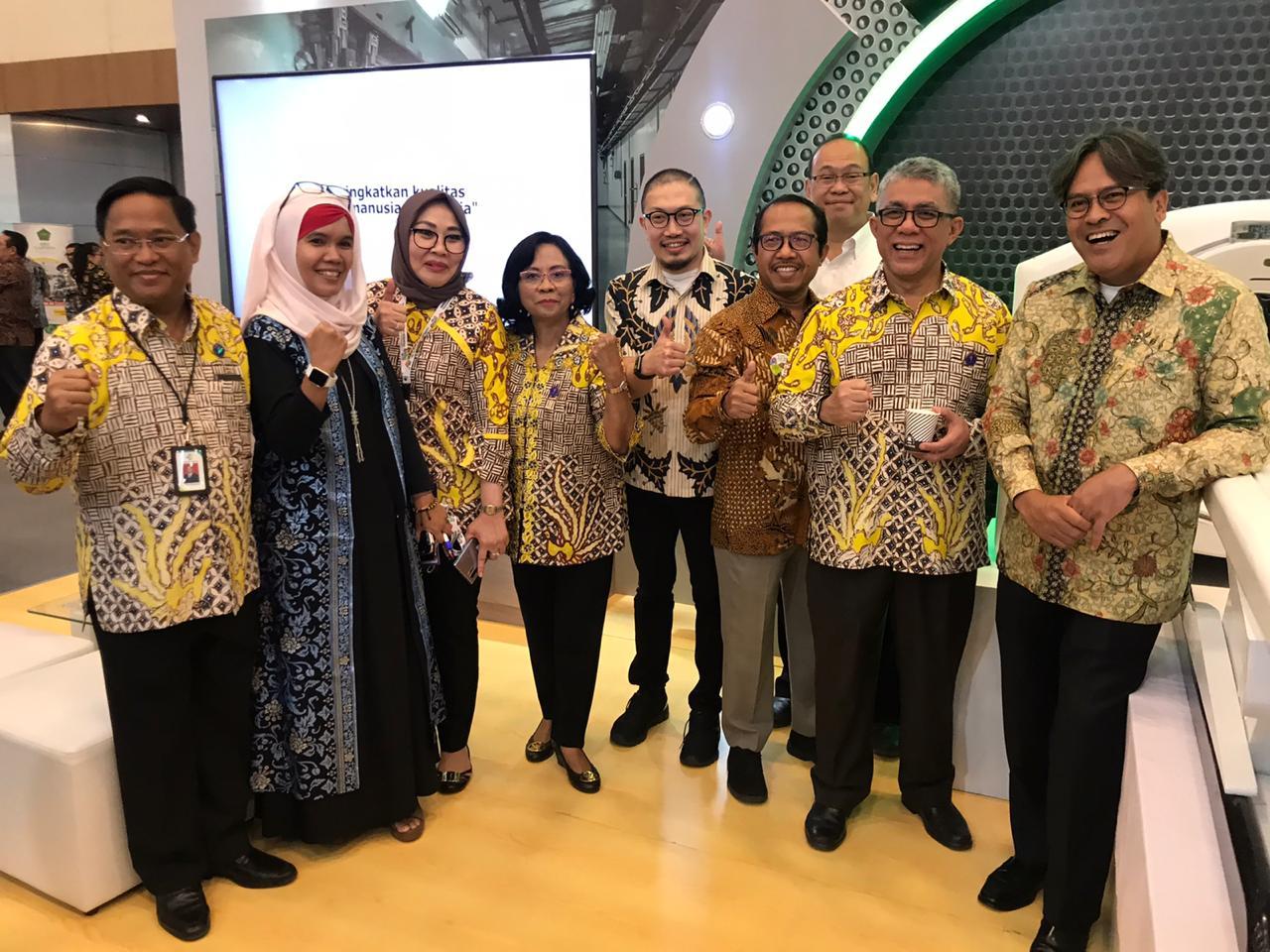 Sekjen Kemenkes beserta jajaran mengunjungi booth INUKI di Pameran Pembangunan Kesehatan 2019